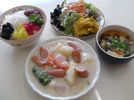 洋定食(野菜とウインナのクリーム煮)